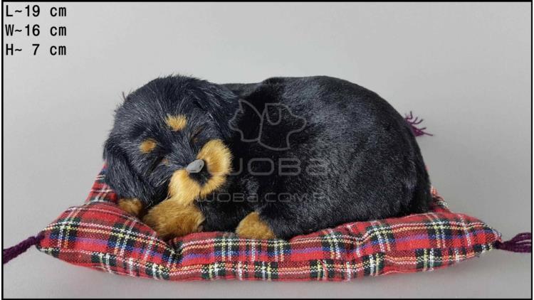 Pies Rottweiler na poduszce Rozmiar S