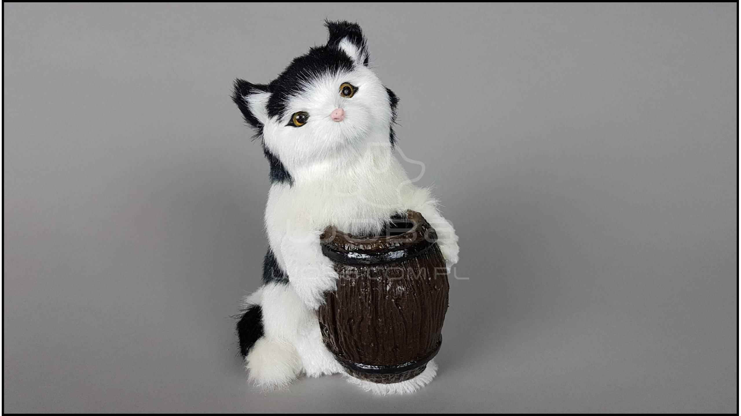 Cat with a barrel - Black & White