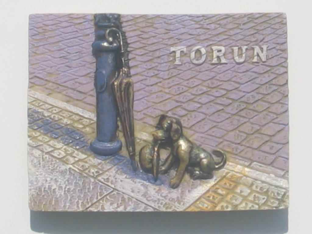 Magnet - Torun - little dog with a top hat - Plank