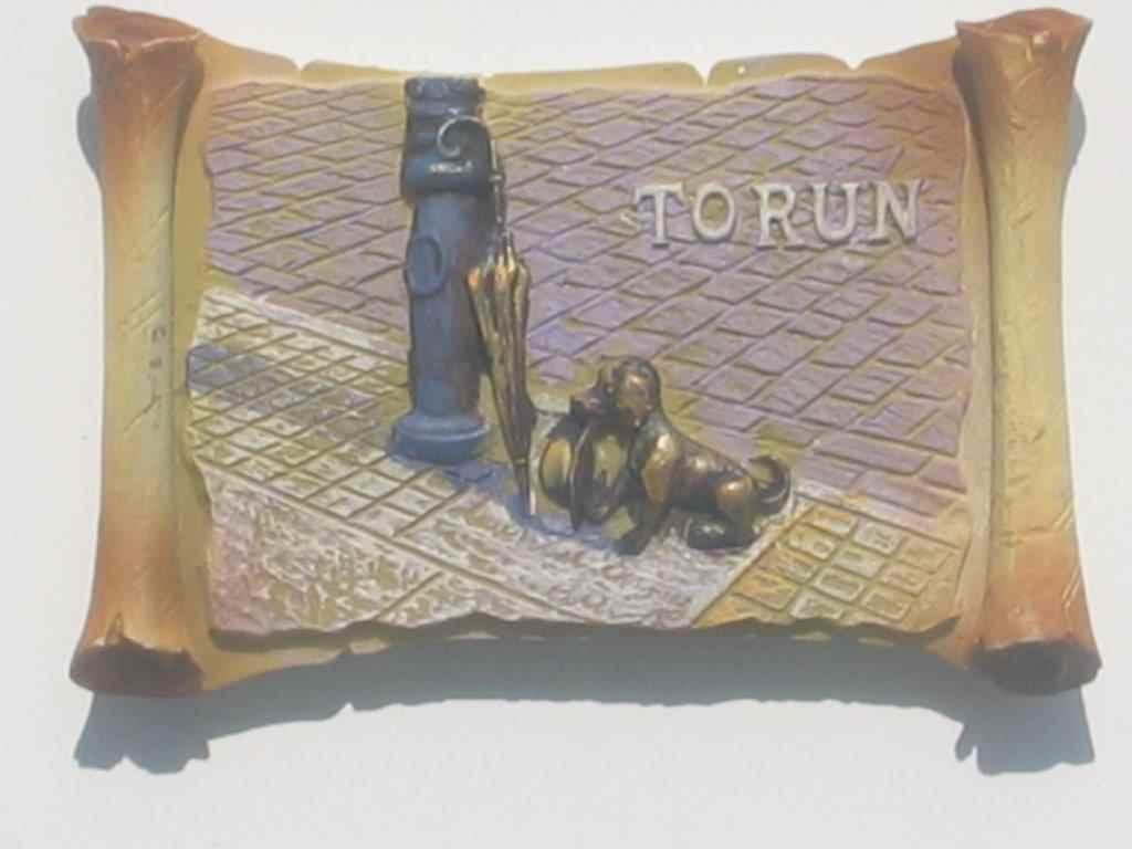 Magnet - Torun - little dog with a top hat - Vellum